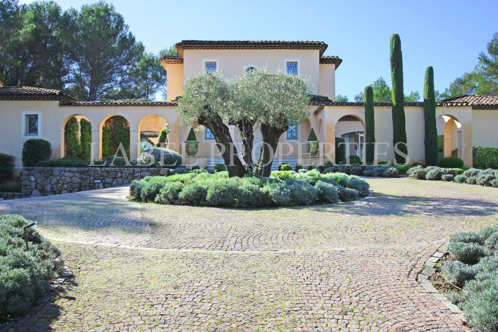 Offres locations vacances propri t s et villas mougins for Acheter maison mougins