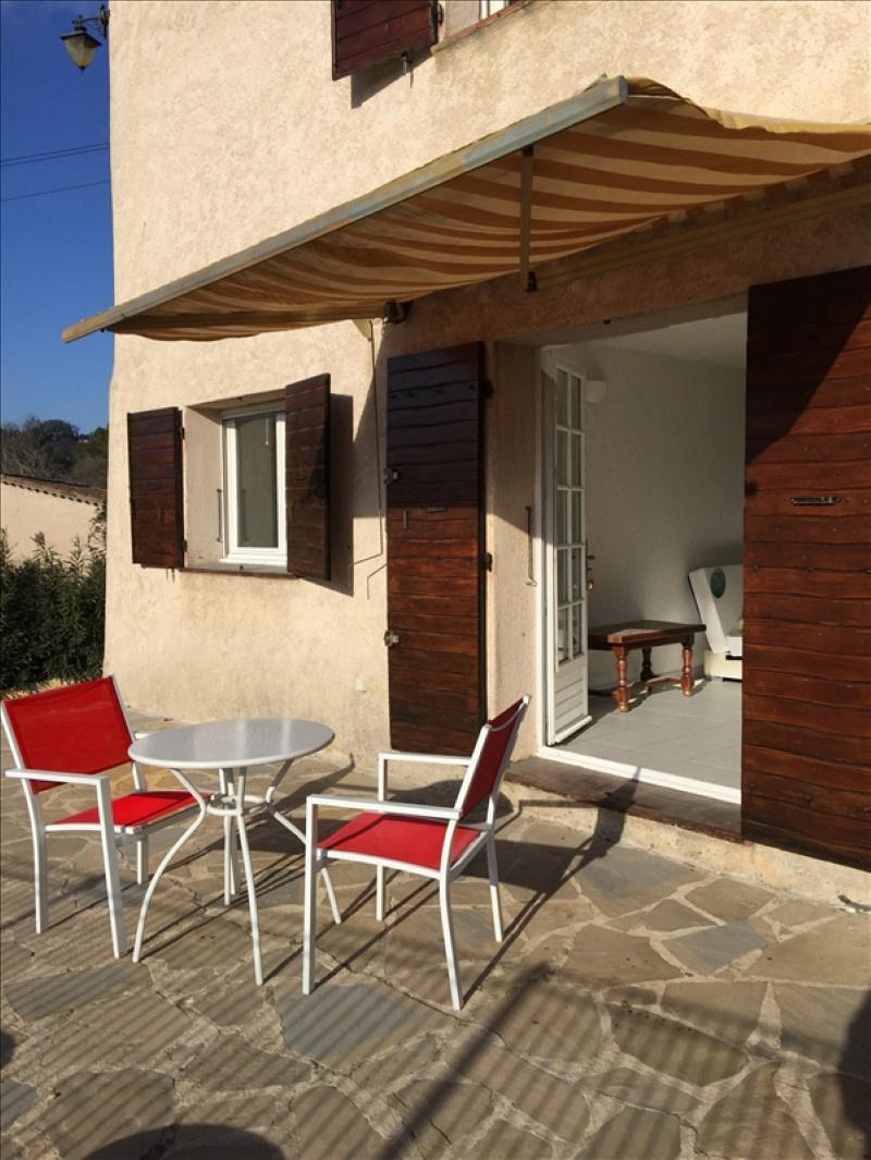 vente deux pieces privilegies au bord d 39 une piscine dans une villa decoupee en trois. Black Bedroom Furniture Sets. Home Design Ideas